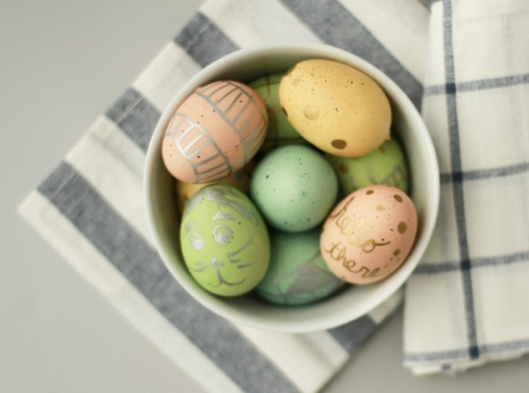eggs - metallic-painted-easter-eggs-diy-5 - papernstitch